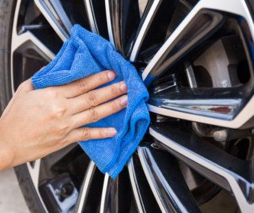 Nettoyage des jantes, des pneus, des arches de roues